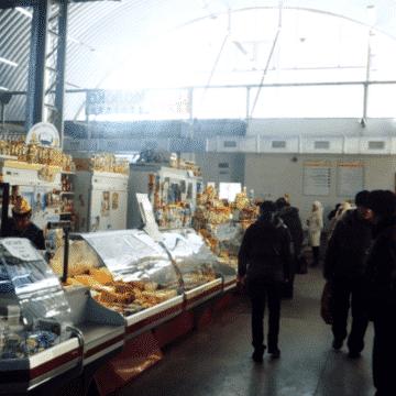 Рынок в ангаре