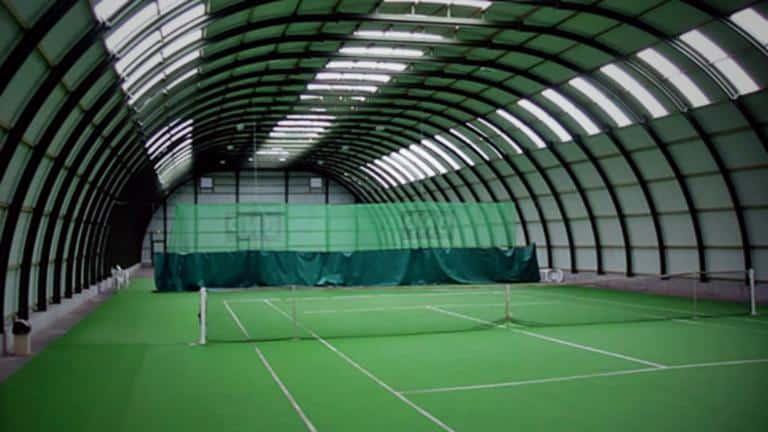 Опять в ангаре теннисный корт